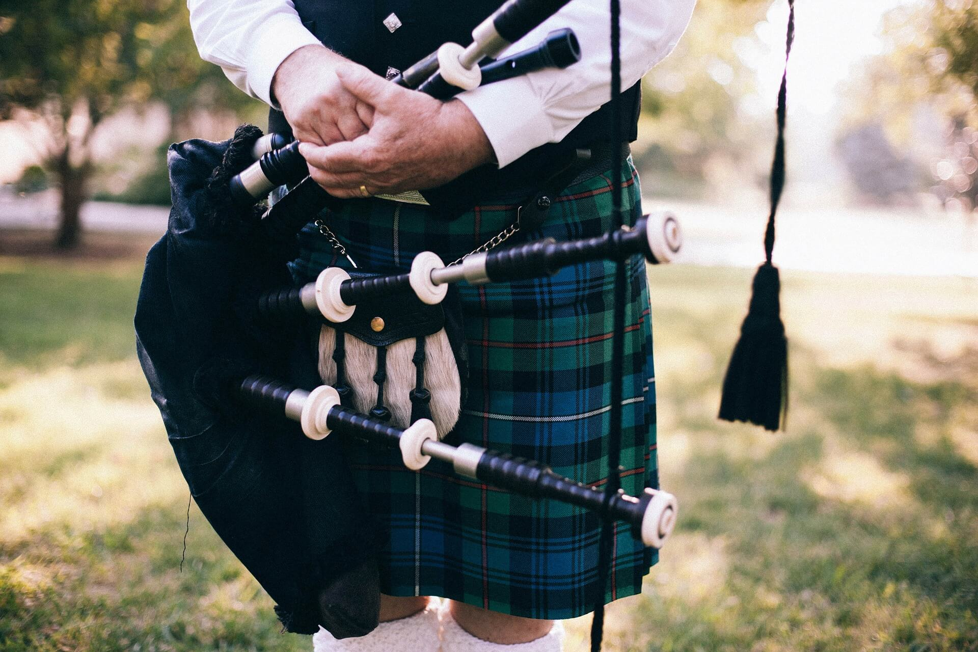 bagpipe player for Commonwealth Future website
